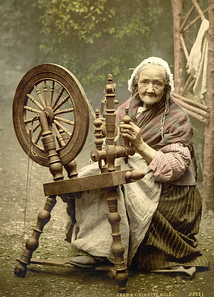 Spinning-Wheel-Fashion-Beauty-Old-Woman-Free-Image-6432